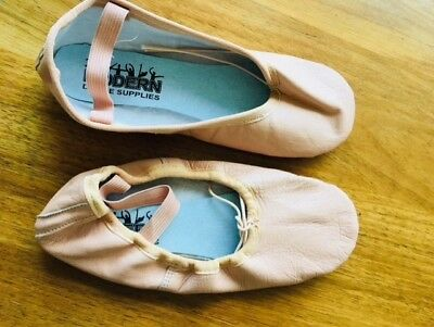 Brand new Girls ballet shoes - Full leather-pink-Size 4