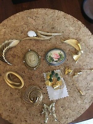 Lot Of Vintage Brooches Pins Assorted Styles Some Signed