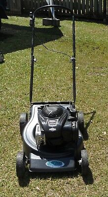 MGS 550 4 stroke Briggs and Stratton lawn mower,hardly used.