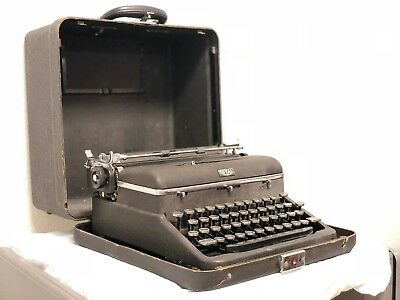 "1946 Royal Quiet Deluxe ""Hemingway"" Black Portable Typewriter *WORKING & TESTED*"