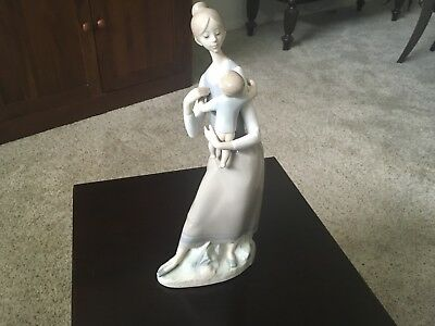 """LLadro Porcelain Mother and Child Figurine #4701 Made in Spain 13.25"""" Tall"""