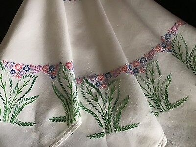 Gorgeous Large Vintage Linen Hand Embroidered Tablecloth ~ Daisy Circles