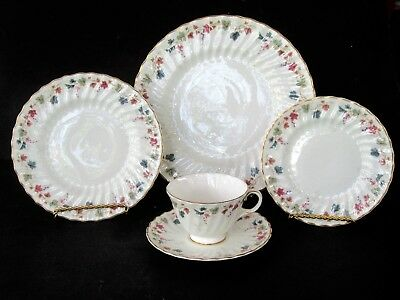 20 Pieces Royal Doulton CANTERBURY 4 Place Settings ~ Excellent-A