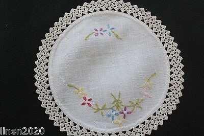 Vintage off-white linen round doily with crochet edge and floral embroidery.