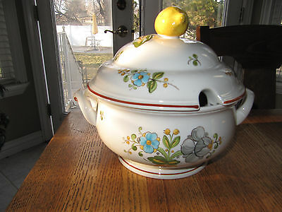 New/unused Villeroy & Boch Louisiana Covered Soup Tureen -
