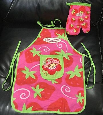 Strawberry Shortcake Children's Apron and Oven Mitt Set Unused As New