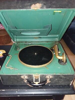 VICTROLA WIND UP CRANK PHONOGRAPH PORTABLE SUITCASE RECORD PLAYER Records &needl