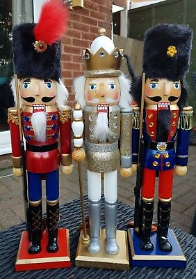 Christmas Nutcracker Soldiers Set Of Three Gold King And Two Guards 38 Cms Bnwt