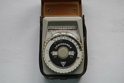 Vintage Russian LENINGRAD 4  Light / Exposure Meter with Leather Carry Case