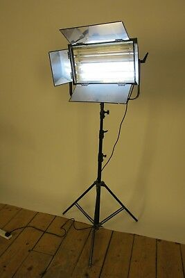 Fluorescent Studio Light - Filming / Photography