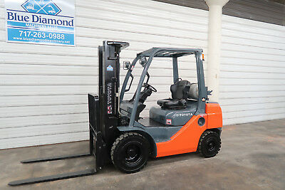 2012' Toyota 8FGU25, 5,000# Pneumatic Tire Forklift, Dual Fuel, 3 Stage, 1527 Hr