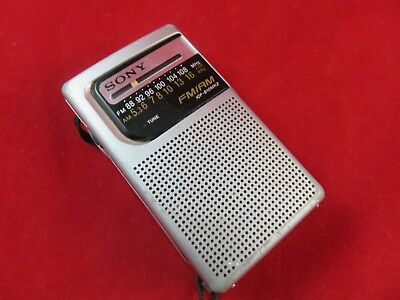 SONY Compact Pocket Radio DC: 3V R6 2 Band Portable FM/AM 2 AA Bat