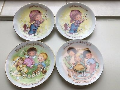 4 Vintage Avon Mother's Day plates.13 cm diam.1983 x 2,1984 and 1985.Cute