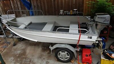 3.5m boat and trailer - both registered. Low reserve!