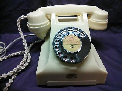 Vintage Siemens Brothers 356 ivory bakelite phone. Lovely condition.