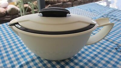 Tupperware Insulated Sauciere,Gravy Jug,keeps warm