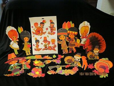 VTG. THANKSGIVING VARIETY ~LOT~HALLMARK cut-outs.VERY COLORFUL~INDIANS & PILGRIM
