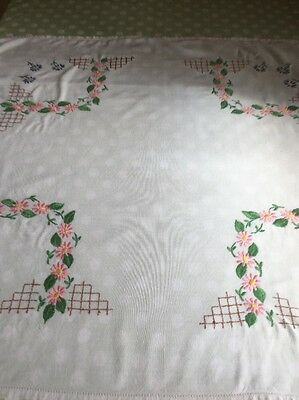 """Beautiful Vintage Hand Embroidered White Linen Tablecloth 31"""" X 34"""""""