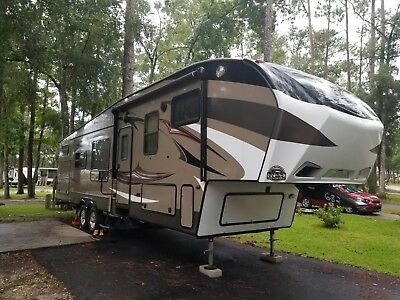 2015 Keystone Cougar 5Th Wheel With Bunk Beds And Hitch If Needed!