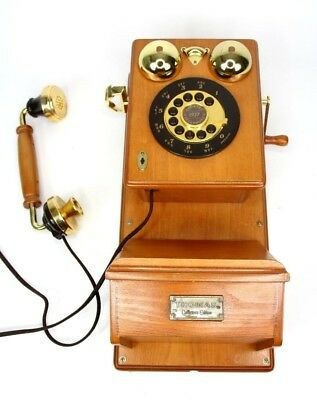 Vintage-style Spirit of St Louis Wooden Wall Mounting Telephone