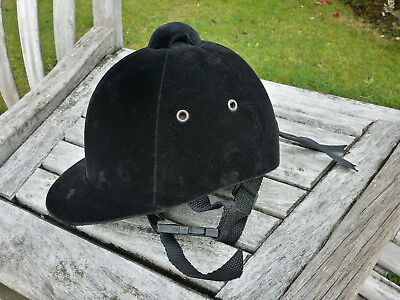 ELEGANT RIDING HAT, GIRLS SIZE 55 cms, very good condition, barely used.