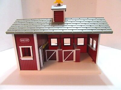 Breyer Red Stable ~ Comes With Several Horses