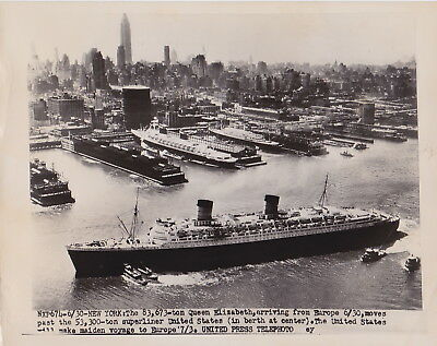 SS QUEEN ELIZABETH & SS UNITED STATES NYC * VINTAGE CLASSIC 1952 press photo