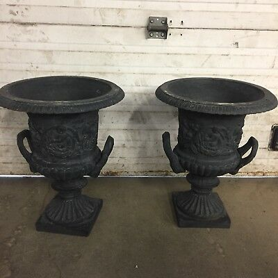 Pr. of cast iron urns with puttis and handles