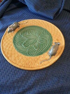 Bordallo Pinheiro Portugal Majolica Basketweave Cheese Plate with Mice