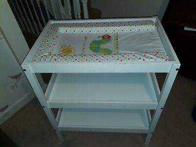 Ikea Sundvik baby changing table, 3 shelves. Good condition, includes free mat.