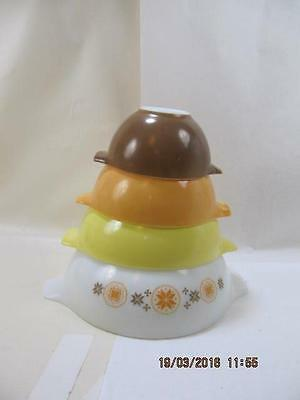 Set of 4 Pyrex Cinderella Town & Country Mixing Bowls browns yellows