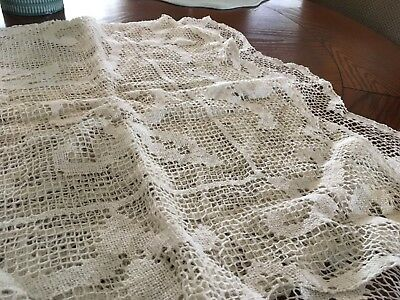 """VINTAGE Beautiful Hand Crochet Lace Tablecloth Ivory 50"""" x50"""""""