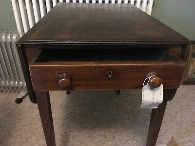 Pembroke drop leaf mahogany table with drawer