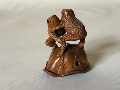 "Vintage Hand Carved Wood Japanese Wrestling Frog Pair Netsuke 1 6/8"" Signed"