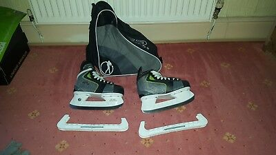 Size 3 No Fear Ice Skates with Guards and carry bag