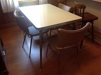 Vintage/Retro 1960's Kitchen Table w/4 Chairs