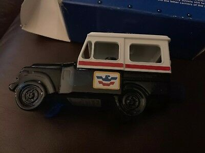 VTG JEEP USPS Mail Truck Avon After Shave Glass Bottle Original Box RFD NEW Full