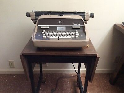 """IBM """"Executive"""" typewriter With dust cover"""