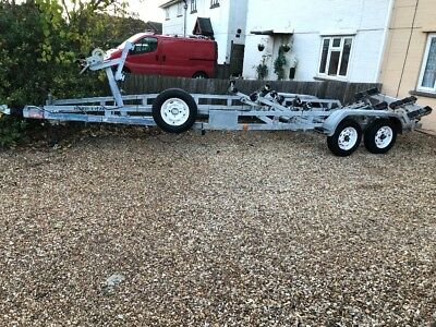 Boat trailer suitable for 21ft to 25ft twin wheel
