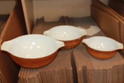 PYREX Nesting Bowls, light Brown, Vintage Great Condition. Lot of 3 bowls