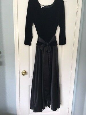 Womens Talbots Formal Black Velvet Long Gown Sz 18