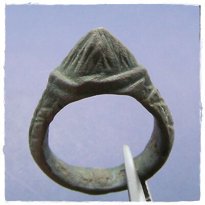 ** DRAGON'S TOOTH  ** LEGIONARY ancient BRONZE  Roman ring !