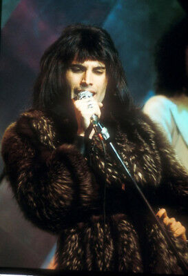 "Freddie Mercury UNSIGNED 6"" x 4"" photograph - Lead singer with Queen - M7358"