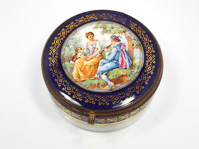 Vtg Czechoslovakia Porcelain Painted Courting Couple Vanity Powder Dresser Box