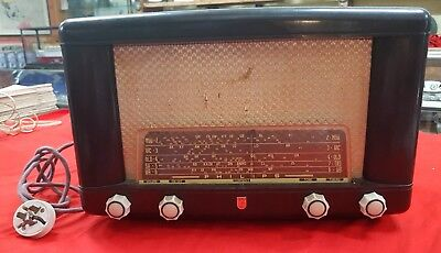 Vintage Philips Tube Radio In Working Condition