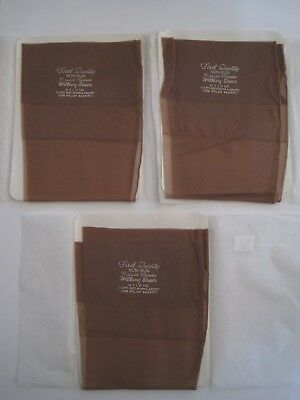 """Boxed Three Pairs Of Vintage """"first Quality"""" Seamed Stockings."""