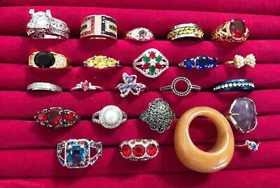 ⭐  Lot Of 23 Rings Vintage~Modern~Fashion~Cocktail~Rhinestone~Costume   ⭐️