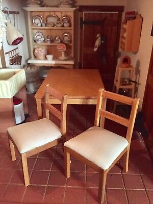 1 12th scale  WOOD PINE KITCHEN table x 2 CHAIRs  /country   DOLLSHOUSE