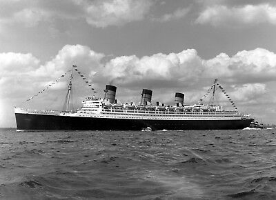 "Cunard Line ""Queen Mary"" Final Sailing From New York - 8x10 B&W Print"