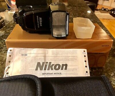 Nikon Speedlight SB-800 great condition in box with extra battery holder